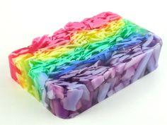 """Hacer jabón con inclusiones. Os presentamos este paso a paso de como hacer jabones en el que Alex de """"Los jabones de Alex"""" nos enseña a hacer jabón con inclusiones.."""