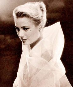 Grace Kelly elegant