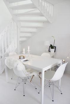 White diningroom Monochrome Interior, Interior Decorating, Interior Design, Scandinavian Home, White Houses, Home Fashion, Dining Rooms, My Dream Home, Room Inspiration