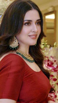 Madam Noor Jahan Grand Daughter Natasha at a Pakistani Wedding Beautiful Girl Photo, Beautiful Girl Indian, Most Beautiful Indian Actress, Beautiful Arab Women, Beauty Full Girl, Cute Beauty, Beauty Women, Muslim Beauty, Beautiful Bollywood Actress