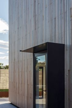 Image 3 of 17 from gallery of The Whittaker Cube / Dravitzki & Brown. Photograph by Alister Brown Timber Cladding, Exterior Cladding, Cladding Design, Steel Cladding, Wood Architecture, Contemporary Architecture, Wood Facade, Timber House, Marquise