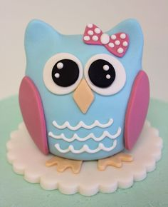 Gumpaste Owl Cake Topper Hand Sculpted By Veronica Arthur At With Love Amp Confection Gumpaste Owl cake topper. Hand sculpted by Veronica. Fondant Owl, Fondant Animals, Fondant Cakes, Ladybug Cakes, Bird Cakes, Owl Cake Birthday, 2nd Birthday, Birthday Ideas, Biscuit