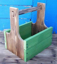 Купить или заказать Деревянная корзина 'Пивная'. Короб, ящик деревянный в интернет-магазине на Ярмарке Мастеров. Большая подарочная деревянная корзина - изготовлена из хвойных пород дерева. Стенки корзины частично брашированы, чтобы проявить текстуру дерева. Корзина покрыта акриловыми красками и полуматовым акриловым лаком. Размеры корзины позволяют разместить там, например, десять-двенадцать банок пива. Корзина будет хорошим подарком сама по себе, для пикника, для бани, для дачи.…