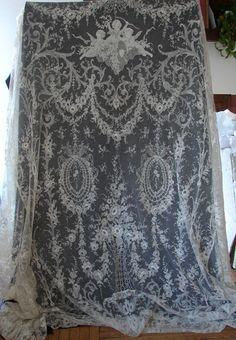 Rare & Exquisite Blonde Chantilly Lace Bedspread w/ Cherubs A museum piece… Embroidery Designs, Lace Embroidery, Embroidered Lace, Needle Lace, Bobbin Lace, Antique Lace, Vintage Lace, Victorian Lace, Crochet Minecraft
