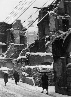 Via Dante devastata dai bombardamenti - Brescia 1945 Foto F. Schena http://www.bresciavintage.it/brescia-antica/foto-d-autore/via-dante-devastata-dai-bombardamenti-brescia-1945/