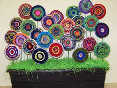 """grade - group art """"woven garden"""" on recycled CD's. Could go for the same look with paper craft. grade - group art woven garden on recycled CD's. Could go for the same look with paper craft. Class Art Projects, Weaving Projects, Weaving For Kids, Weaving Art, Recycled Cd Crafts, Cd Art, 3rd Grade Art, Collaborative Art, Art Classroom"""