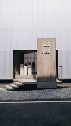 BEYUNIQUE: [Interior Design] ACNE Studios Flagship Store in Cheongdam, Seoul You are in the right place about facade material Here we offer you the most beautiful pictures about the simple facade you Retail Interior, Interior Exterior, Exterior Design, Interior Architecture, Arch Interior, Interior Stairs, Entrance Design, Facade Design, Door Design