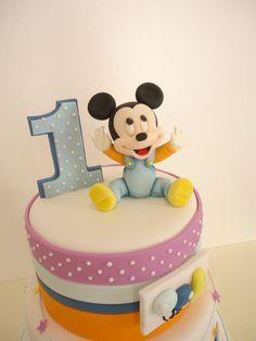 Tortas Minnie y Mickey Mouse Mickey And Minnie Cake, Mickey Cakes, Minnie Mouse Cake, Mickey Party, Mickey Mouse And Friends, Mickey Mouse Clubhouse, Happy First Birthday, 1st Birthday Cakes, Cake Pops