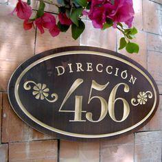Personaliza uno de nuestros números de casa o crea tu propio diseño. Acai