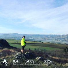 Yeaaahhh !!! Nouvelle étape dans la reprise du running. Ce matin j'ai rechaussé les trails pour partir sur les chemins habituels sur lesquels je n'avais pas couru depuis plus de deux mois. Ce fut un bon gros #kiff qui me rappelle à quel point j'aime partir courir ainsi et le bien-être que ça m'apporte. Ça m'a tellement manqué pendant cet arrêt forcé ! Une si belle manière de débuter le #dimanche  Et dans 15 jours passage par ici mais avec un dossard avec le Trail des Côtes de #Cournon…