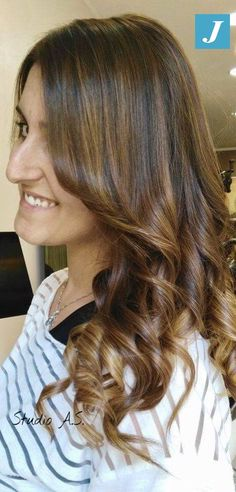 Lascia che i tuoi capelli brillino di luce propria indossando il Degradé Joelle  #degrade #degradejoelle #naturalshades #ootd #madeinitaly #musthave #fashion #glamour #hairfashion #hair #hairdo #hairbrush #hairstylist #hairstyle #coolhair #longhair #lovehair #grosseto #igersgrosseto