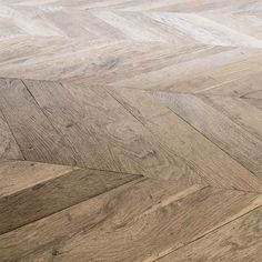 Point d'Hongrie/Chevron - ANTIQUE PARQUET - Restauriertes und antikes Parquett ist unsere Leidenschaft Hardwood Floors, Flooring, Planks, Chevron, Antiques, Hungary, Passion, Wood Floor Tiles, Antiquities