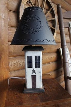 I want the lamp shade on this. Primitive Lamps, Primitive Wood Crafts, Primitive Living Room, Primitive Country, Rustic Wood Decor, Prim Decor, Rustic Farmhouse Decor, Country Lamps, Country Decor