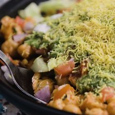 Chole Chana Chaat - Yummy, healthy and easy to make Informations About Chole Chana Chaat Pin You can easily use my profi - Veg Yummy Recipes, Puri Recipes, Pakora Recipes, Paratha Recipes, Chaat Recipe, Spicy Recipes, Dip Recetas, Kitchen Recipes, Cooking Recipes