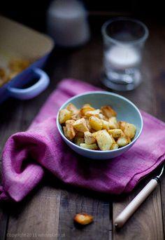 White Plate: Chrupiące ziemniaki z rozmarynem i solą morską White Plates, Vegan Recipes, Vegan Food, Waffles, Bread, Breakfast, Poland, Morning Coffee, White Dinner Plates