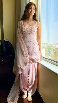 Looking for salwar kameez for women? Indian & Pakistani Salwar Suits Online - Buy Anarkali Suits, Salwar Suits, Churidar Suits, Pants Suits and Palazzo Suits Online. Patiala Suit Designs, Salwar Designs, Kurti Designs Party Wear, Latest Kurti Designs, Designer Kurtis, Indian Designer Suits, Designer Salwar Suits, Mode Bollywood, Bollywood Fashion