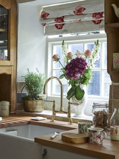 Kitchen Sink Butlers sink with gold taps, herbs and roses in window and vintage mugs - With some clever upcycling and renovation work, Val and Norman Rennie have transformed an unloved stone cottage into a dream rural getaway Mundo Design, Modern Country Kitchens, Period Living, Stone Cottages, Country Cottages, Cottage Kitchens, Open Kitchens, Shabby Chic Kitchen, Cosy Kitchen