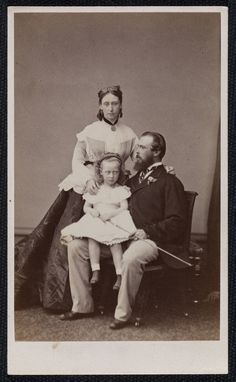 Prince and Princess Louis of Hesse with their daughter Princess Victoria, 1867 Victoria Family Tree, Queen Victoria Family, Victoria And Albert, Princess Victoria, Princess Louise, Princess Alice, Royal Princess, Prince And Princess, Queen Victoria's Daughters