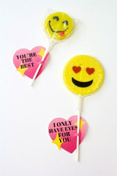 DIY Emoji Sparkle Heart Lollipop Valentines + Free Printable! ⋆ Brite and Bubbly