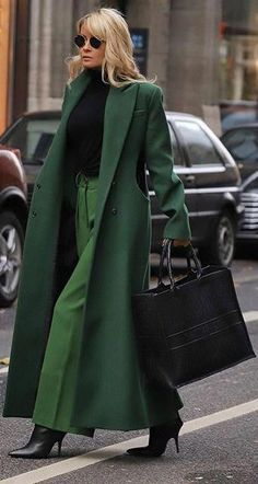 beautiful autumn schöne Herbstoutfits Find the most beautiful outfits for your autumn look. Winter Fashion Outfits, Look Fashion, High Fashion, Fall Outfits, Autumn Fashion, Womens Fashion, Fashion Design, Fashion Trends, Winter Coat Outfits