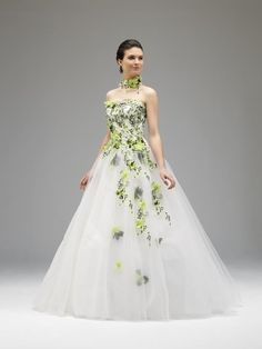 Robe de mariee en vert et blanc