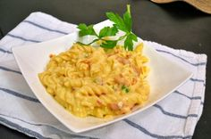Three Cheese, Jalapeno and Bacon Mac and Cheese - Savory Experiments #valentinesday #slowcooking
