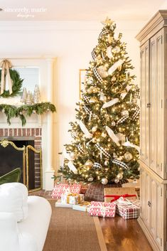 Christmas Home Tour 2019 - Sincerely, Marie Designs Christmas Bedroom, Christmas Home, Christmas Lights, Christmas Decorations, Holiday Decor, Christmas 2019, Holiday Ideas, Christmas Ideas, Santa Mugs