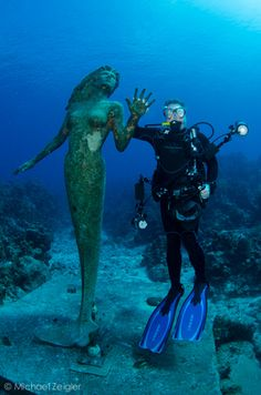 I wanna scuba dive in Grand Cayman to see Amphitrite (the beautiful 9 ft tall bronze mermaid) Underwater Sculpture, Underwater City, Underwater Pictures, Grand Cayman, Photography Guide, White Photography, Photography Couples, Film Photography, Street Photography