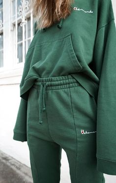 VETEMENTS, STREET STYLE, STREET WEAR, TRACKSUIT, CHAMPION, LUXURY FASHION