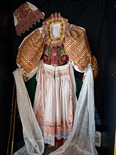 Folk Embroidery Complete Woman's Slovak Folk Costume from Krakovany / hand embroidery Folk Embroidery, Learn Embroidery, Embroidery Ideas, Tribal Costume, Folk Costume, Costumes Around The World, Ethnic Dress, Lace Making, Traditional Outfits