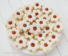 Fursecuri Linzer cu Gem Delicious Desserts, Dessert Recipes, Romanian Food, Biscotti, Macaroni And Cheese, Deserts, Food And Drink, Sweets, Cookies