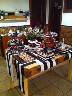 Mesa principal bolo e doces
