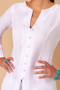 Chic and effortless (just like you), we introduce you to the traditional button-down all white linen blouse. Fácil Blanco is proudly designed and tailored in Dubai from Italian linen. Blouse Styles, Blouse Designs, Modest Fashion, Fashion Dresses, Latest Fashion Trends, Fashion Ideas, Women's Fashion, Casual Outfits, Clothes For Women