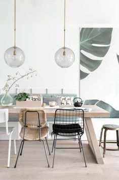 Get inspired by these dining room decor ideas! From dining room furniture ideas, dining room lighting inspirations and the best dining room decor inspirations, you'll find everything here! Modern Dining, Minimalism Interior, Room Interior Design, Dining Room Wall Decor, Dining Room Lamps, Home Decor, Scandinavian Dining Room, Dining Room Table, Dining Room Furniture
