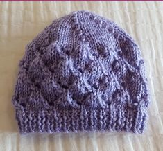 lace beanie knitting pattern for prem and newborn babies. Baby Hat Knitting Pattern, Baby Hat Patterns, Lace Knitting Patterns, Easy Knitting, Knitted Baby Beanies, Knitted Hats, Crochet Baby, Knit Crochet, Newborn Babies