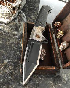 Ronin custom with lightning strike carbon fiber . #edcgear #usnstagram #knifesales #knifegasm #advtactical