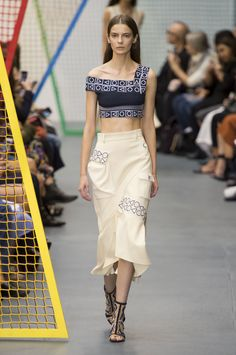 The Best Looks From London Fashion Week Spring 2016  - ELLE.com