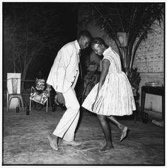 Malik Sidibé Nuit de Noël, 1965 Tirage noir et blanc - 120 x 120 x 5 cm Courtesy Collection agnès b.