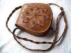 Kabelky - Kozena kabelka - 3894370_ Leather Bag Tutorial, Leather Pouch, Leather Tooling, Leather Crossbody Bag, Leather Purses, Leather Handbags, Beaded Purses, Beaded Bags, Leather Bags Handmade
