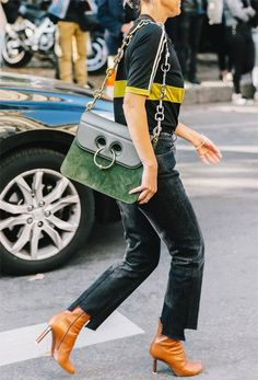 The Best Street Style Inspiration & More Details That Make the Difference Look Fashion, Fashion Boots, Street Fashion, Girl Fashion, Autumn Fashion, Fashion Outfits, Paris Fashion, Street Chic, Fashion Trends