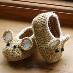 Little Fieldmouse Baby Shoes. Gotta find a baby to make these for now. Crochet Pattern (PDF file) Little Fieldmouse Baby Shoes. via Etsy. Little Fieldmouse Baby Shoes super cute x : Cant believe Im even considering this pattern, knowing how I feel about m Crochet Bebe, Crochet Baby Booties, Crochet Slippers, Cute Crochet, Crochet For Kids, Crochet Crafts, Yarn Crafts, Knit Crochet, Baby Slippers
