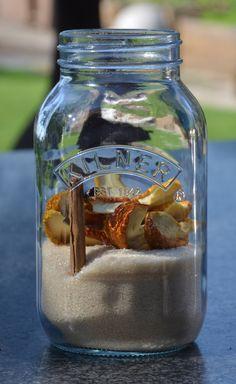 Zelf een pineut maken is gemakkelijk. Ik heb deze pineut gemaaktin een weckpot van Kilner van 1 liter. De appel is gedroogd met de IR D5 infrarood voedseldrogerop de infrarood stand op 57 graden gedurende 9 uur. Deze appeltjes zijn ook heerlijk om zo te eten. Heb je geen infrarood droger dan kun j