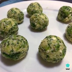 Receta de Albóndigas de brócoli y queso - Paso 2 Feta, Cheddar, Albondigas, Veggie Recipes, Veggies, Cooking, Ethnic Recipes, Roasts, Broccoli Fritters