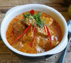 Filet Mignon Curry, Filet Mignon Sauce, Filet Migon, Porc Au Curry, Plats Weight Watchers, Chorizo, Thai Red Curry, Lombok, Chicken