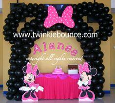 minnie mouse birthday party balloon decoration
