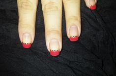 Puntas rojas OPI + Brillo China Glaze + Puntitos negros Pamela Grant