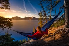 Every camper should learn how to stay comfortable and safe outdoors. If you're a woman and are just starting out with camping, here are a few helpful tips especially for you: Staying clean in the woods If going showerless for a few days grosses y. Cheap Camping Gear, Diy Camping, Camping Equipment, Family Camping, Tent Camping, Campsite, Camping Hacks, Outdoor Camping, Camping Gadgets