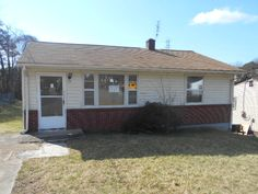 115 Big Jane St Martinsville, VA / Great starter home or investment property. 2 bed/1 bath ranch located in cul-de-sac. Close to shopping, schools and industrial park.