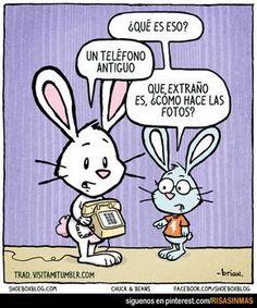 Un teléfono antiguo. ¿Y cómo hace las fotos? :-) www.spanish-school-herradura.com/online-spanish #funnyspanishlessons