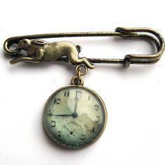 Vintage Clock Hare Pin Brooch £9.50